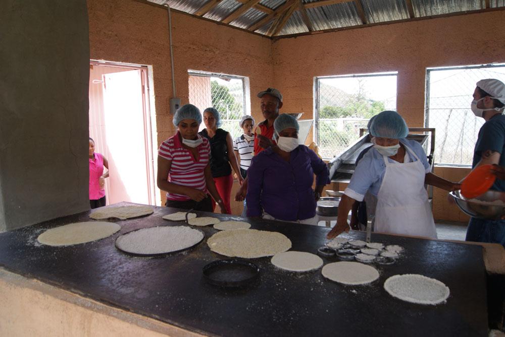 women make cassava
